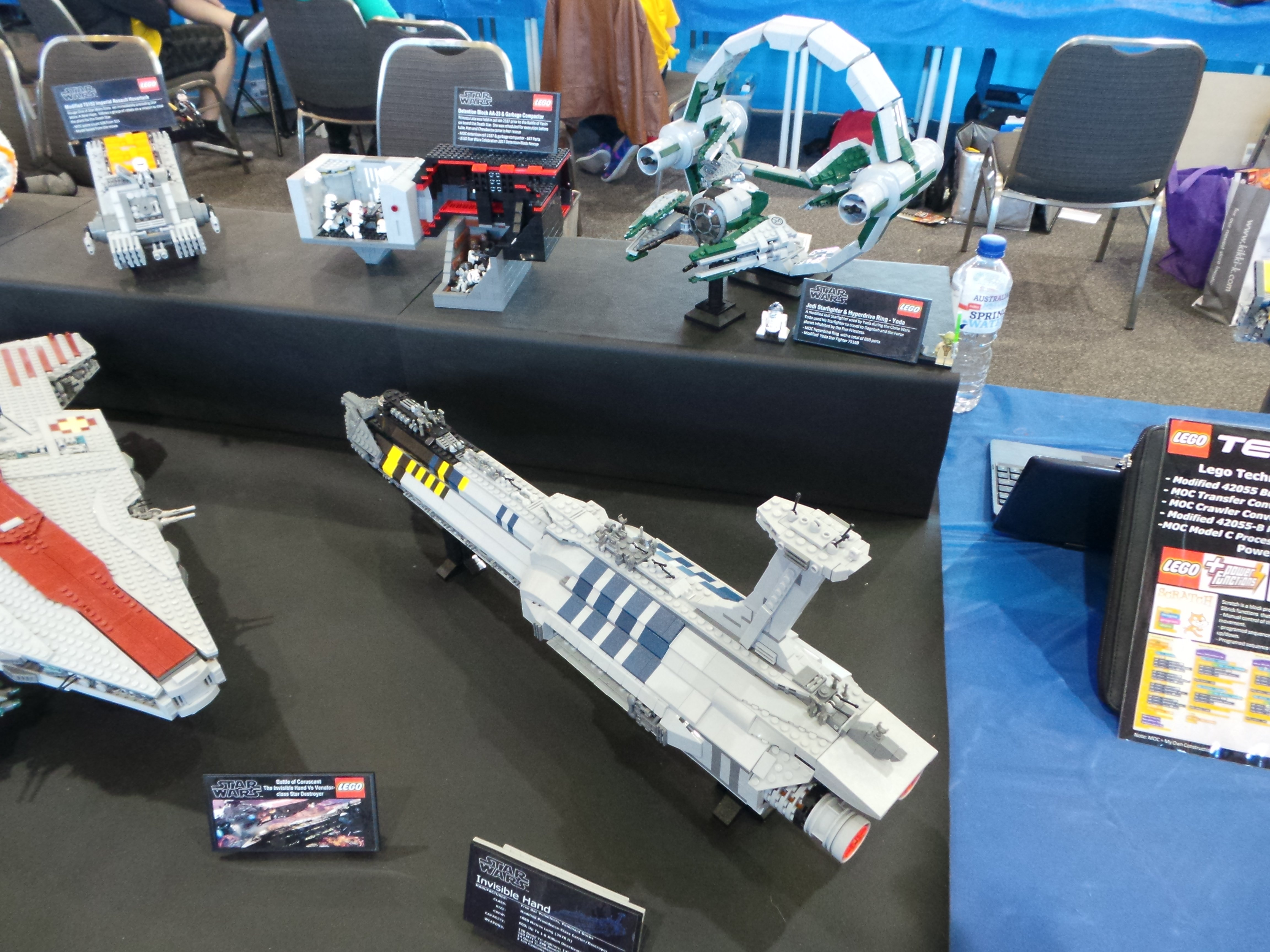 LEGO MOC-1195 UCS Invisible Hand (Star Wars > Ultimate